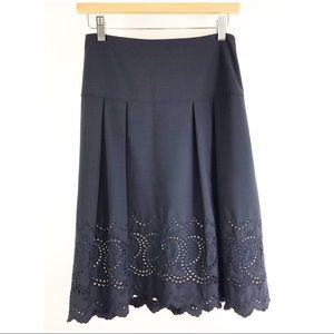 Ann Taylor navy with cream lining pleat skirt sz 2